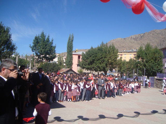 2010-1011 Eğitim-Öğretim Yılı Törenle Başladı galerisi resim 1