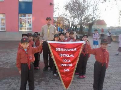 Şebinkarahisar İstiklal İlköğretim Okulu İzcileri Emekli Öğretmenlerimizi ziyaret etti