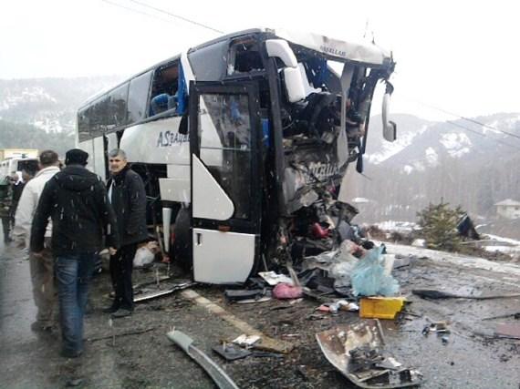 Yolcu Otobüsü İle Tanker Çarpıştı