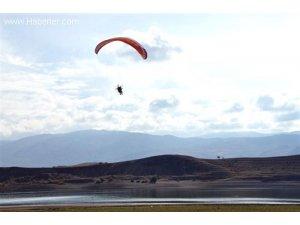 Suşehri Semalarında Motorlu Yamaç Paraşütü Keyfi