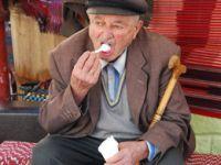 Giresun'un özgü yapılan köy dondurması yaz-kış yeniyor
