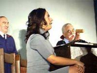 Levent Kırca ve ekibi Giresunlu tiyatro severlerden yoğun ilgi gördü.
